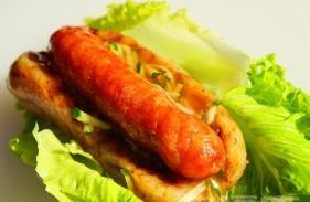 蚵仔煎、鸡翅包饭、大肠包小肠(创业班)